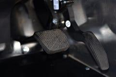 Pedal de freio e acelerador de um veículo foto de stock