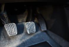 Pedal do freio e de acelerador do carro fotografia de stock