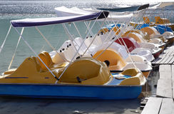 Pedalboot im See. Stockfoto
