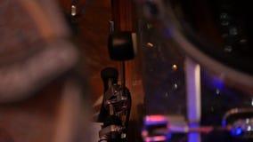 Pedale commovente della spigola del tamburo archivi video