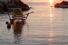 Pedalo amarró en el mar en la salida del sol Fotografía de archivo