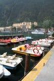 Pedalos dans le port. Images libres de droits