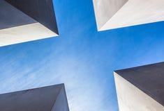 Pedazo arquitectónico brillante tirado de un ángulo bajo fotografía de archivo