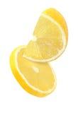 Pedazo colgando, el caer y el volar de frutas del limón aisladas Fotografía de archivo libre de regalías