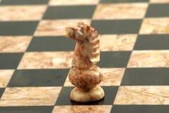 Pedazo de ajedrez, caballero blanco fotografía de archivo