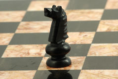 Pedazo de ajedrez, caballero negro imagen de archivo