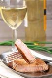 Pedazo de carne de vaca y de vino Foto de archivo libre de regalías