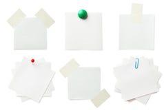 Pedazo de documento de nota sobre el fondo blanco Imágenes de archivo libres de regalías