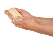 Pedazo de jabón de retrete en las manos femeninas imagen de archivo libre de regalías