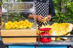 Pedazo de jackfruit fresco en el carro de las ventas Imágenes de archivo libres de regalías