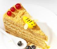 Pedazo de la torta de miel Fotografía de archivo