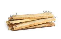 Pedazo de madera con los clavos agudos Foto de archivo libre de regalías