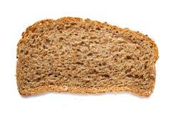 Pedazo de pan del grano aislado en el fondo blanco Imagenes de archivo