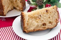 Pedazo de panettone italiano de la torta de la Navidad Imágenes de archivo libres de regalías