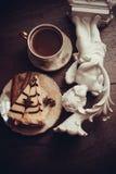 Pedazo de pastel de queso y de canela de la almendra fotos de archivo libres de regalías