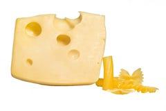 Pedazo de queso aislado en el bacground blanco Fotos de archivo