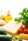 Ingredientes del queso y de las pastas Imagenes de archivo