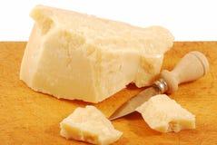 Pedazo de queso de parmesano Imagenes de archivo