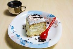 Pedazo de torta con café Fotos de archivo libres de regalías