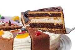 Pedazo de torta con el primer del clef agudo imágenes de archivo libres de regalías