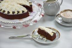 Pedazo de torta de chocolate en la placa Foto de archivo
