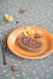 Pedazo de torta del rollo suizo del chocolate Fotografía de archivo libre de regalías