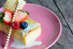 Pedazo de torta deliciosa Imágenes de archivo libres de regalías