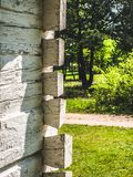 Pedazo de un edificio de madera blanco fotografía de archivo libre de regalías