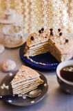 Pedazo de una torta con té Fotografía de archivo libre de regalías