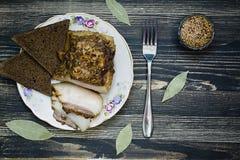 Pedazo salado de manteca de cerdo imágenes de archivo libres de regalías