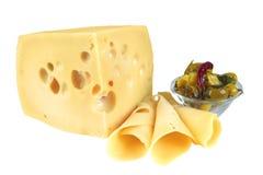 Pedazo y rebanadas amarillos grandes del queso imagen de archivo libre de regalías