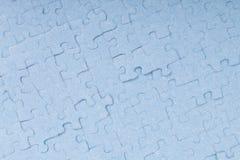 Pedazos azules conectados del rompecabezas aislados Foto de archivo