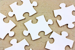 Pedazos blancos en blanco del rompecabezas Foto de archivo libre de regalías