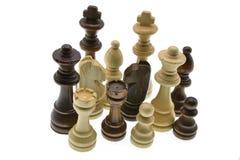 Pedazos de ajedrez aislados en el fondo blanco foto de archivo
