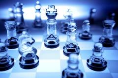 Pedazos de ajedrez en tono azul Foto de archivo libre de regalías