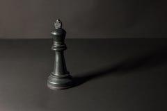 Pedazos de ajedrez plásticos Imágenes de archivo libres de regalías