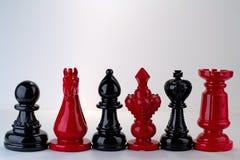 Pedazos de ajedrez rojos y negros Fotografía de archivo libre de regalías