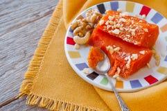 Pedazos de calabaza cocida dulce con las nueces El plato turco es Kab Imagen de archivo