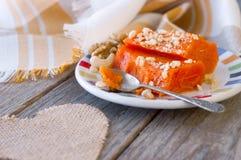 Pedazos de calabaza cocida dulce con las nueces El plato turco es Kab Foto de archivo