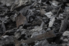 Pedazos de carbón y de madera quemada Fotografía de archivo