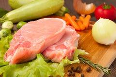 Pedazos de carne sin procesar Fotos de archivo libres de regalías