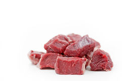 Pedazos de cocido húngaro de carne de vaca crudo Fotos de archivo libres de regalías