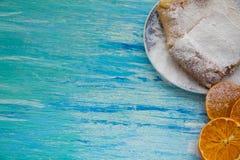 Pedazos de empanada de manzana asperjados con el azúcar en polvo Visión superior Alimento Postre fotografía de archivo libre de regalías