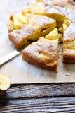 Pedazos de empanada de manzana con el azúcar de formación de hielo Foto de archivo libre de regalías