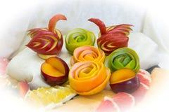 Pedazos de fruta, cisnes de la fruta Imagen de archivo libre de regalías