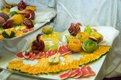 Pedazos de fruta, cisnes de la fruta Fotos de archivo
