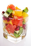Pedazos de frutas frescas en vidrio Imagen de archivo