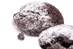2 pedazos de galletas del chocolate Fotos de archivo