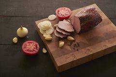 Pedazos de jamón, de cebolla y de ajo Imagen de archivo libre de regalías