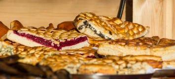 Pedazos de la empanada de la baya en panadería imagen de archivo libre de regalías